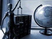 Jakie uprawnienia posiada: prawnik, adwokat, radca prawny?